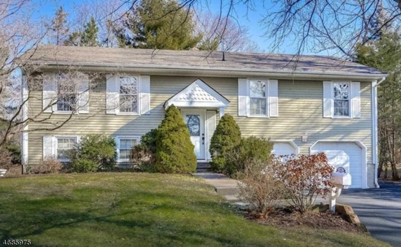 Single Family Home for Sale at 90 Linwood Avenue Midland Park, New Jersey 07432 United States