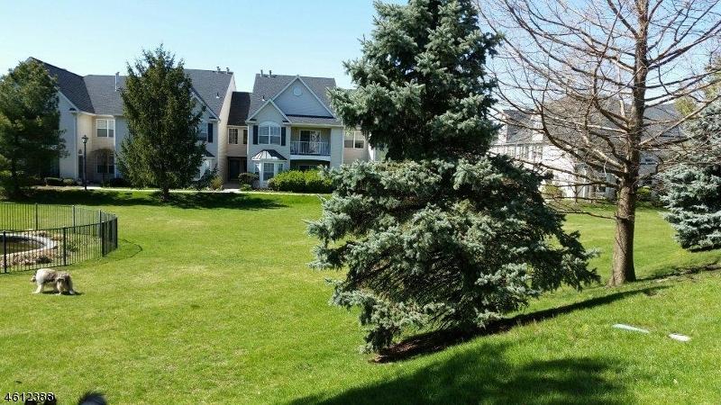 Частный односемейный дом для того Аренда на 142 Cambridge Court Clifton, Нью-Джерси 07014 Соединенные Штаты