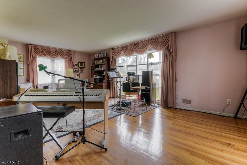Additional photo for property listing at 313 Walnut Street  利文斯顿, 新泽西州 07039 美国