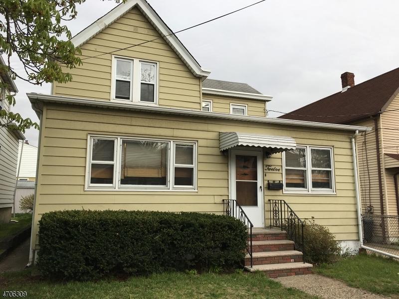 Casa Multifamiliar por un Venta en 12 Garfield Place South Hackensack, Nueva Jersey 07606 Estados Unidos