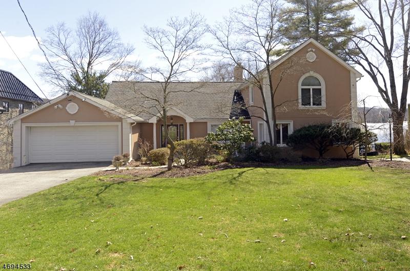 Частный односемейный дом для того Продажа на 930 Pines Lake Dr W Wayne, 07470 Соединенные Штаты