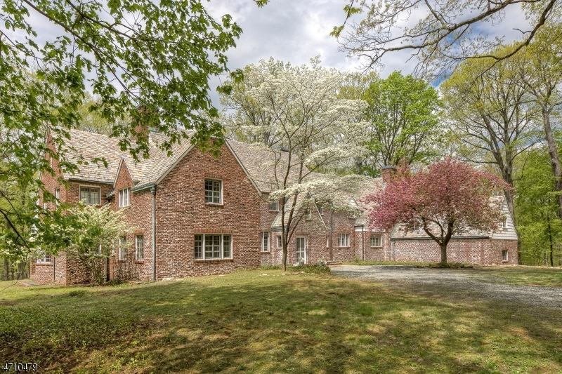 Single Family Home for Sale at 7 Horseshoe Bend Road Mendham Borough, 07945 United States
