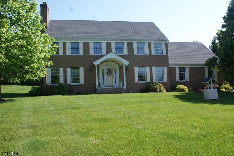 独户住宅 为 销售 在 1 Homestead Farm Road 米尔福德, 08848 美国