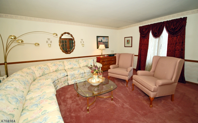 Additional photo for property listing at 98 Cheshire Lane  Ringwood, Nueva Jersey 07456 Estados Unidos
