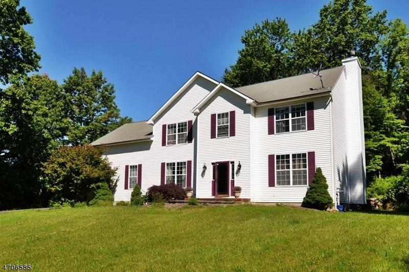 Maison unifamiliale pour l Vente à 83 Ridge Road Independence Township, New Jersey 07840 États-Unis