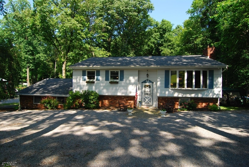 Частный односемейный дом для того Продажа на 49 Fox Hill Road Branchville, 07826 Соединенные Штаты