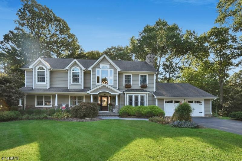 Частный односемейный дом для того Продажа на 308 W Stevens Avenue Wyckoff, Нью-Джерси 07481 Соединенные Штаты