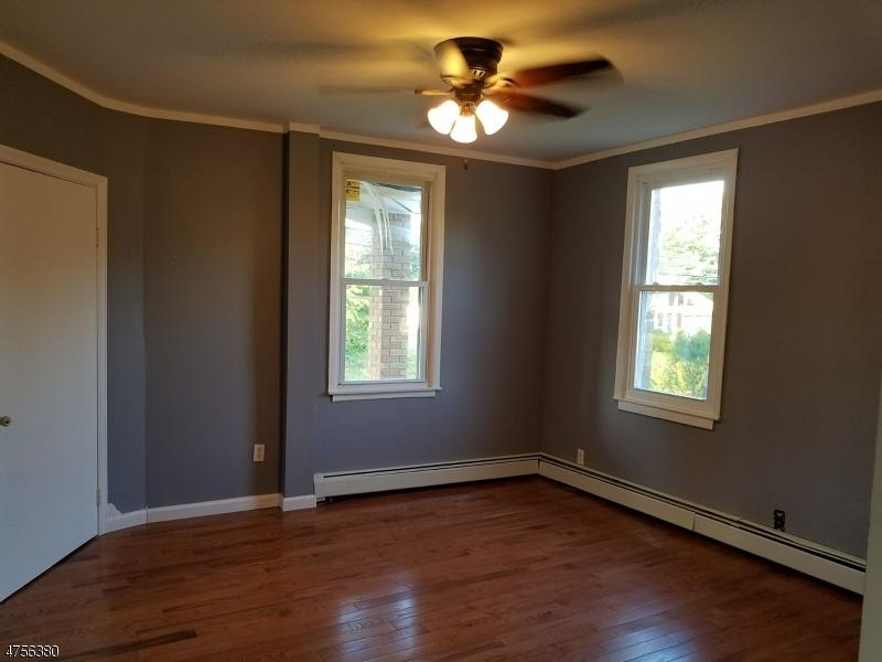 Maison unifamiliale pour l à louer à 1014 W Lake Avenue Rahway, New Jersey 07065 États-Unis