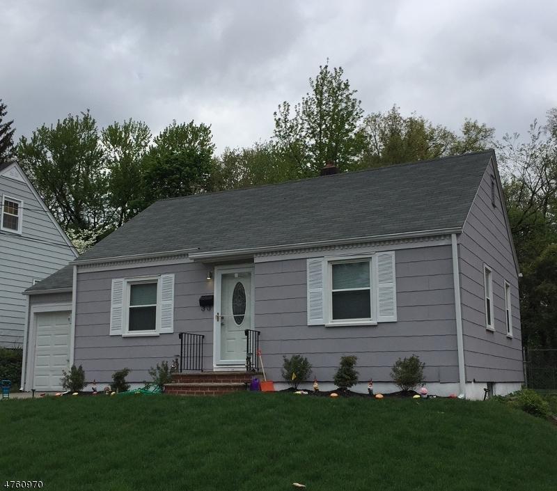 واحد منزل الأسرة للـ Sale في 16 Linwood Ter 16 Linwood Ter Clifton, New Jersey 07012 United States