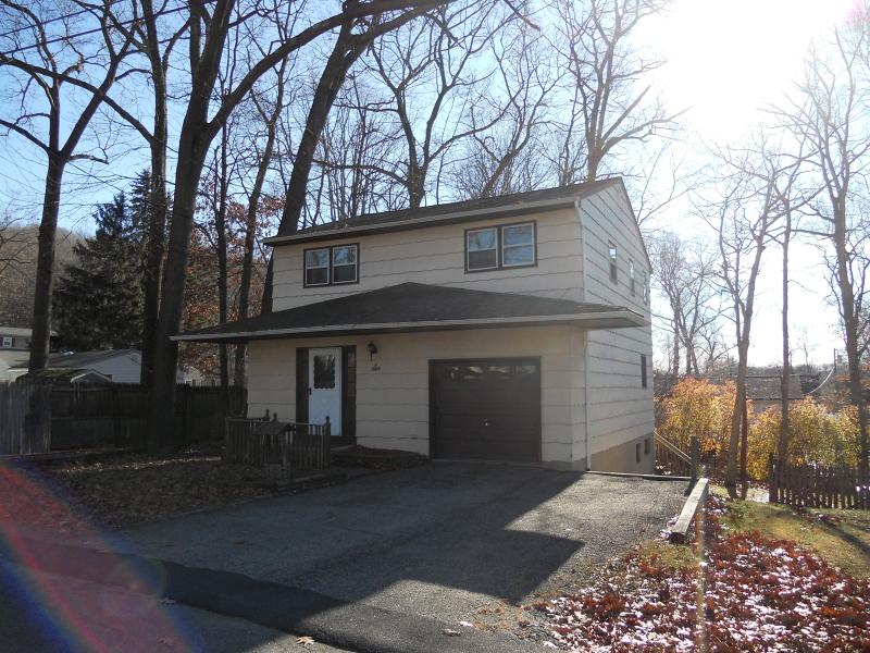 Частный односемейный дом для того Аренда на 6 Arthur Road Hopatcong, Нью-Джерси 07874 Соединенные Штаты