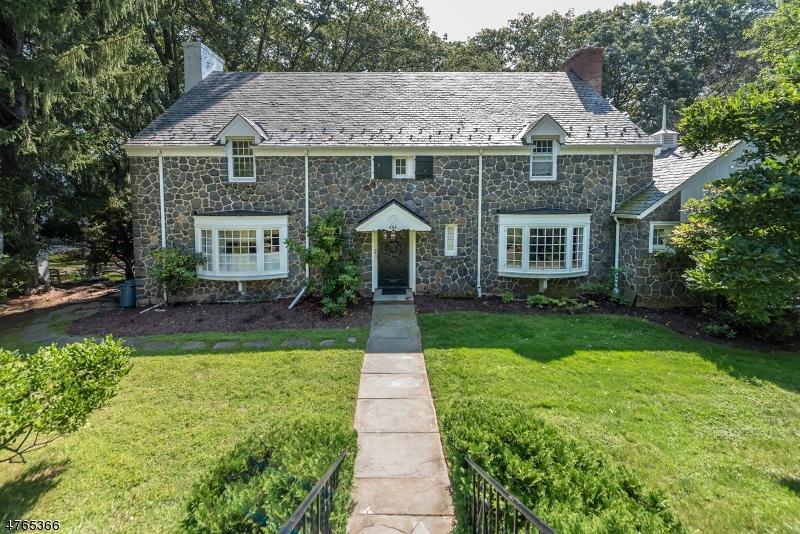 Maison unifamiliale pour l Vente à 484 Harding Drive South Orange, New Jersey 07079 États-Unis