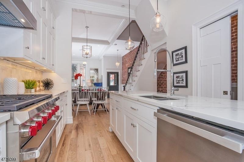 Частный односемейный дом для того Продажа на 930 Garden Street Hoboken, Нью-Джерси 07030 Соединенные Штаты