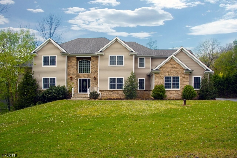 Single Family Home for Sale at 8 Dogwood Lane Green Brook Township, New Jersey 07059 United States