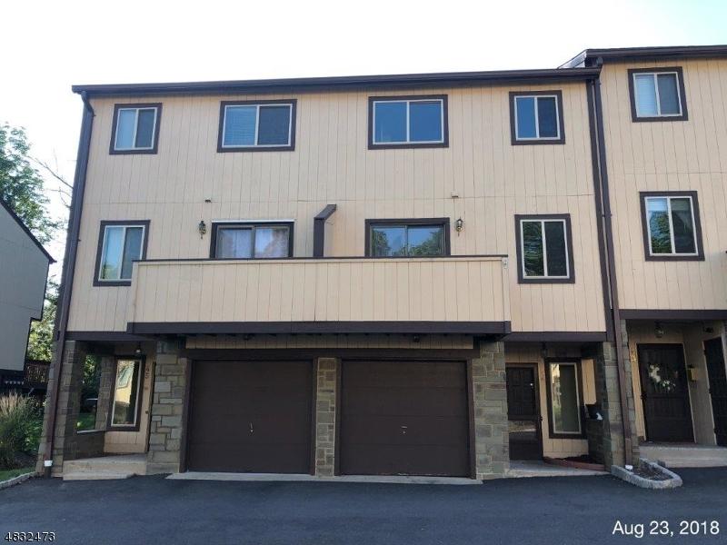 Property pour l Vente à 44 CHELSEA WAY Bridgewater, New Jersey 08807 États-Unis