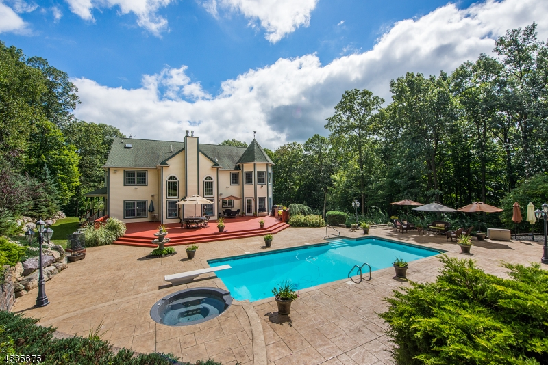 Частный односемейный дом для того Продажа на 140 ROCKBURN PASS West Milford, Нью-Джерси 07480 Соединенные Штаты