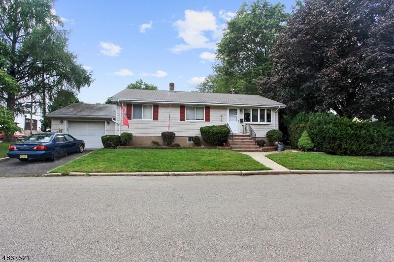 Частный односемейный дом для того Продажа на 50 OMAHA Street Dumont, Нью-Джерси 07628 Соединенные Штаты