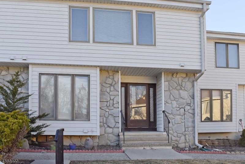 Condominio / Townhouse per Vendita alle ore 274 CHEYENNE Road Andover, New Jersey 07848 Stati Uniti