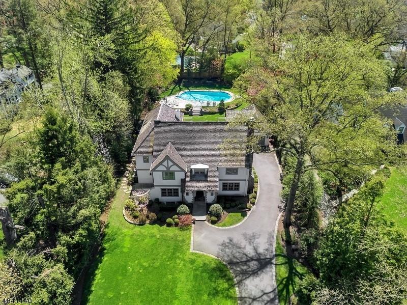 Частный односемейный дом для того Продажа на 940 KIMBALL Avenue Westfield, Нью-Джерси 07090 Соединенные Штаты