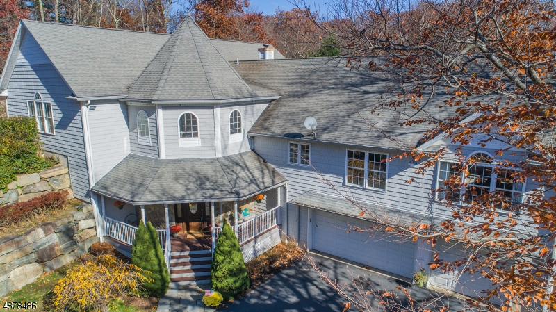 Single Family Home for Sale at 1 THE CROSSWAY 1 THE CROSSWAY Kinnelon, New Jersey 07405 United States