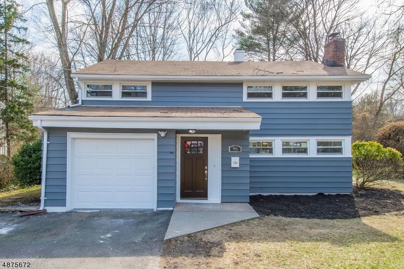 Частный односемейный дом для того Продажа на 96 WYCKOFF Avenue Waldwick, Нью-Джерси 07463 Соединенные Штаты