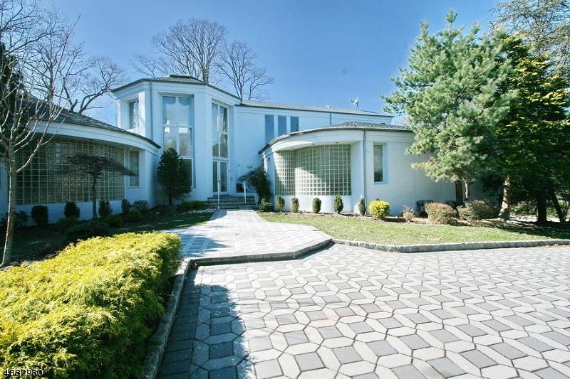 Villa per Vendita alle ore 17 FAIRWAY Drive Green Brook Township, New Jersey 08812 Stati Uniti