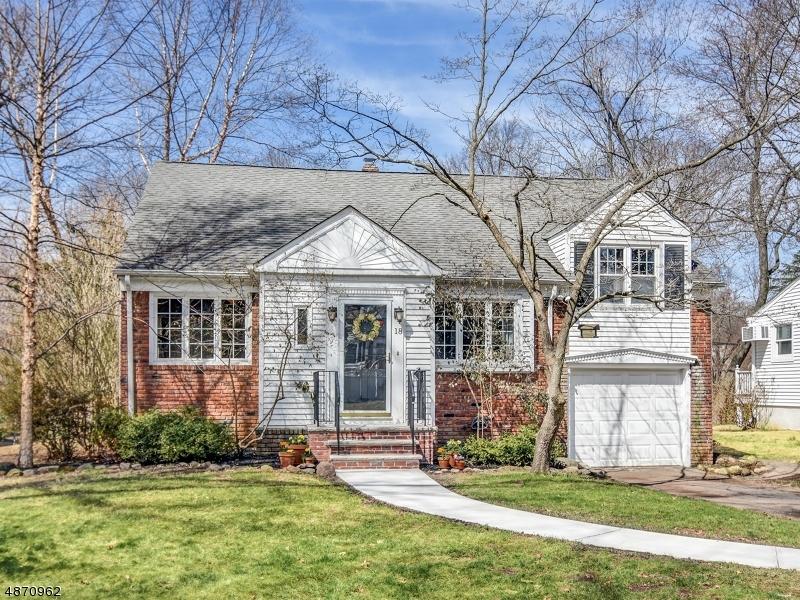 Maison unifamiliale pour l Vente à 18 CHESTNUT HILL Place Glen Ridge, New Jersey 07028 États-Unis