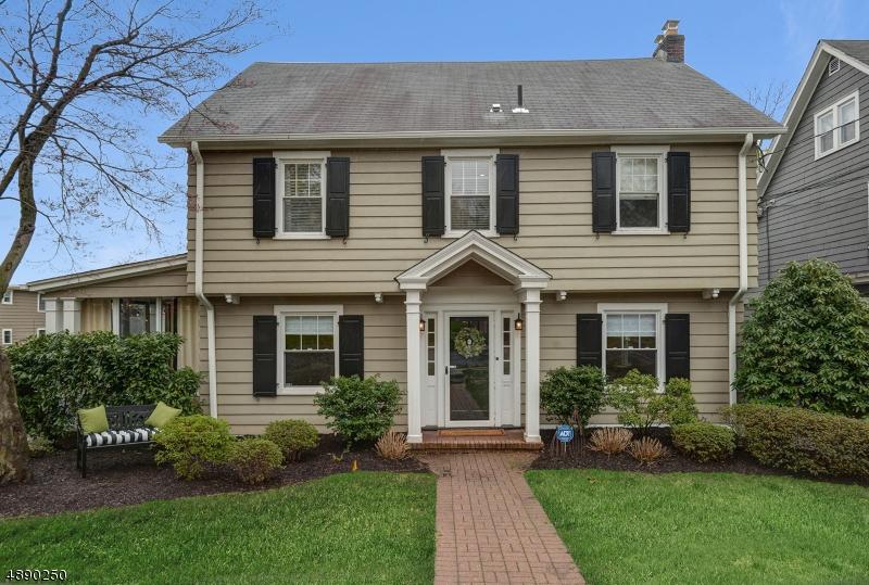 Maison unifamiliale pour l Vente à 6 COLONIAL TER Maplewood, New Jersey 07040 États-Unis