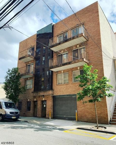 Single Family Homes のために 賃貸 アット Union, ニュージャージー 07087 アメリカ