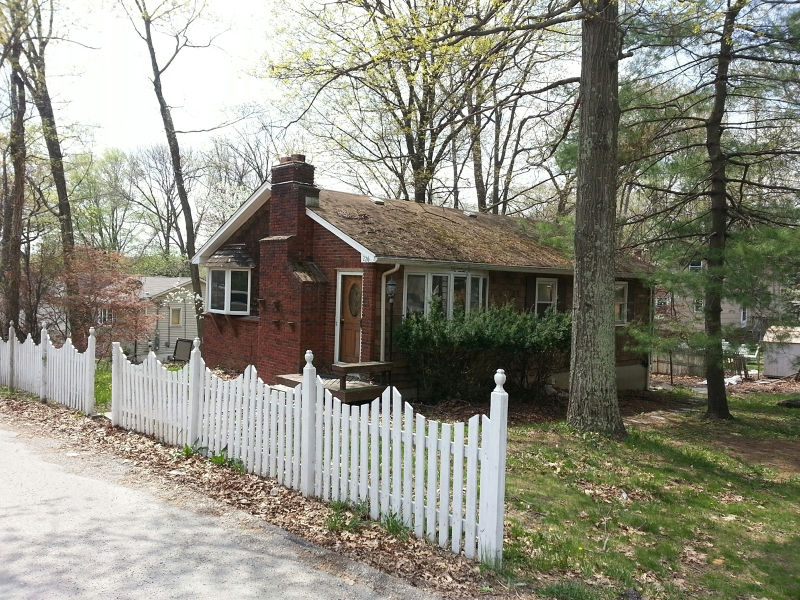 Single Family Home for Sale at 226 Windsor Avenue Hopatcong, New Jersey 07843 United States