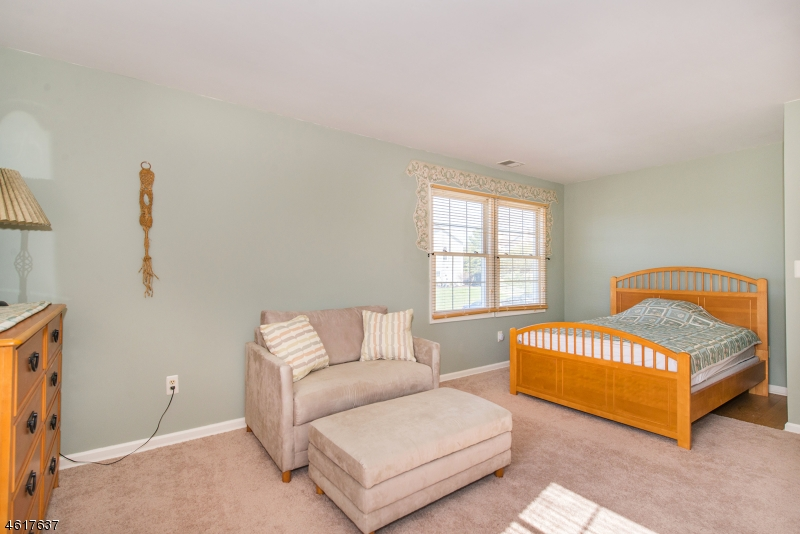 Additional photo for property listing at 5112 Austin Court  Hackettstown, New Jersey 07840 États-Unis
