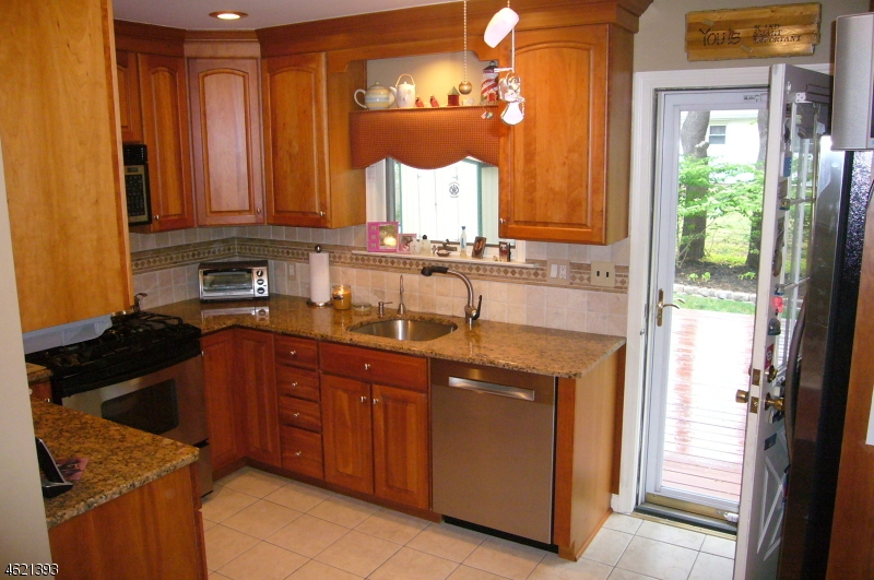 Additional photo for property listing at 122 Rivervale Road  Westwood, New Jersey 07675 États-Unis