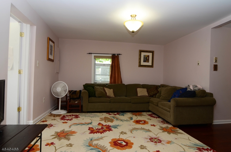 Additional photo for property listing at 4 N River Styx Road  Hopatcong, New Jersey 07843 États-Unis