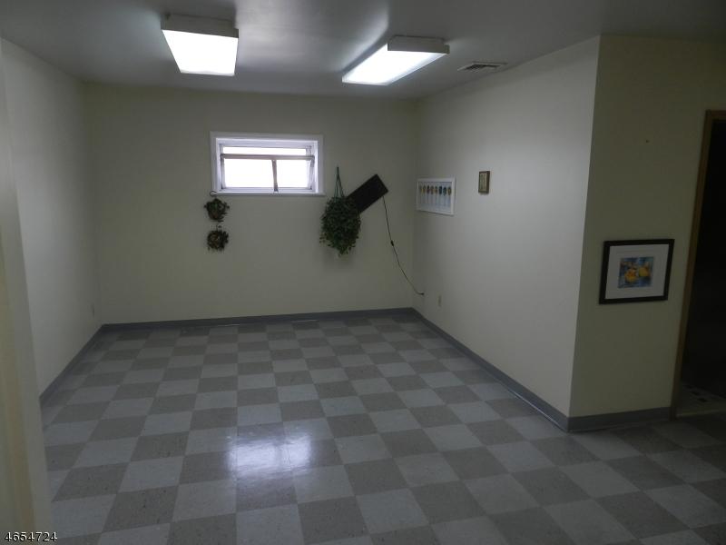 Additional photo for property listing at 152 Getty Avenue  Paterson, Нью-Джерси 07503 Соединенные Штаты