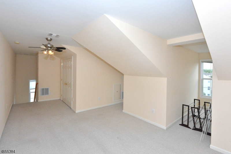 Additional photo for property listing at 132 George Russell Way  Clifton, Nueva Jersey 07013 Estados Unidos