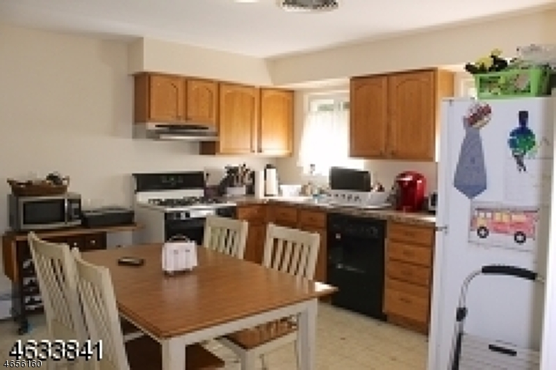 Additional photo for property listing at 10 Lincoln Park Road  Pequannock, Nueva Jersey 07440 Estados Unidos