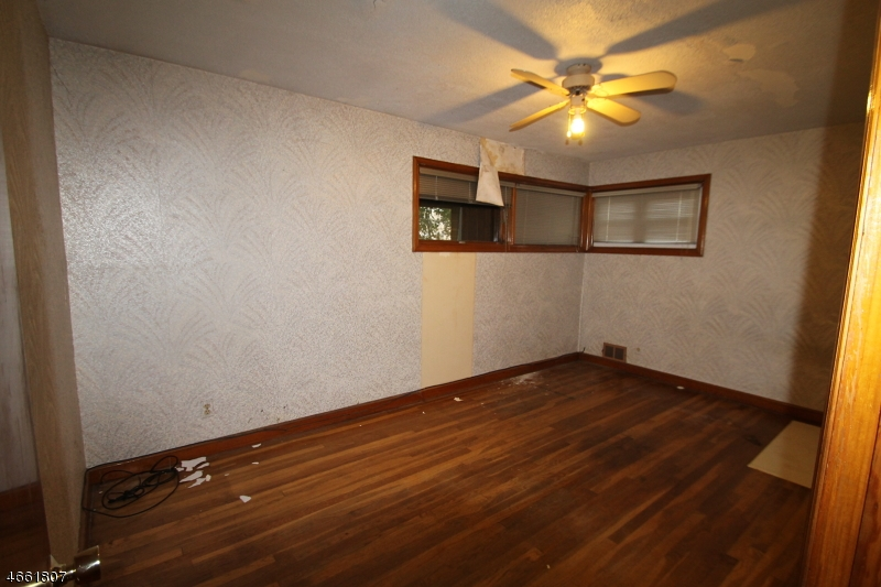 Additional photo for property listing at 227 E 2nd Avenue  Roselle, New Jersey 07203 United States