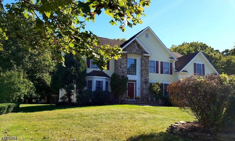 Single Family Home for Rent at 6 Swans Mill Lane Scotch Plains, 07076 United States