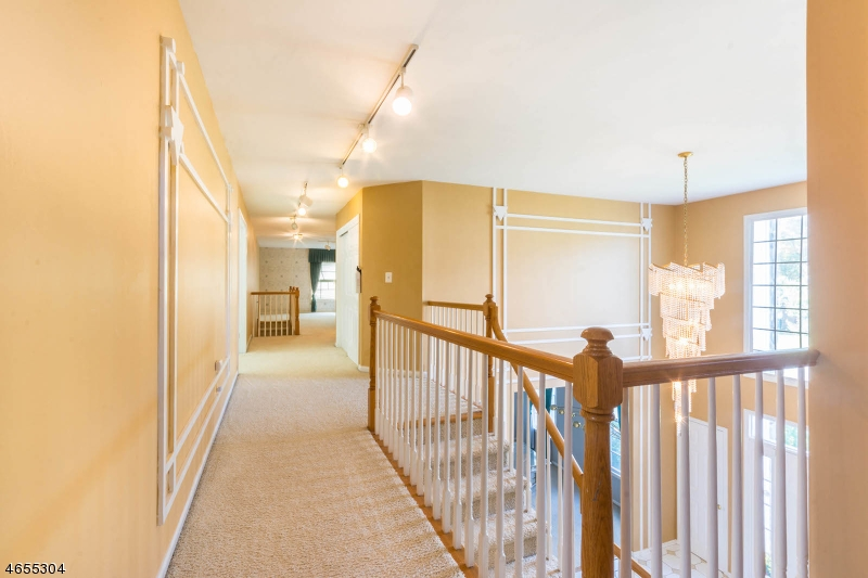 Additional photo for property listing at 6 Swans Mill Lane  Scotch Plains, 新泽西州 07076 美国