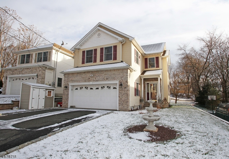 Single Family Home for Sale at 36 Oaktree Lane Bloomfield, New Jersey 07003 United States