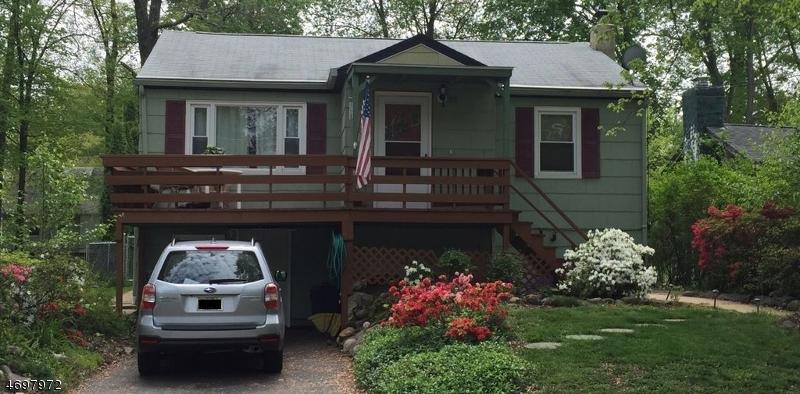 Частный односемейный дом для того Продажа на 81 Iroquois Avenue Lake Hiawatha, Нью-Джерси 07034 Соединенные Штаты