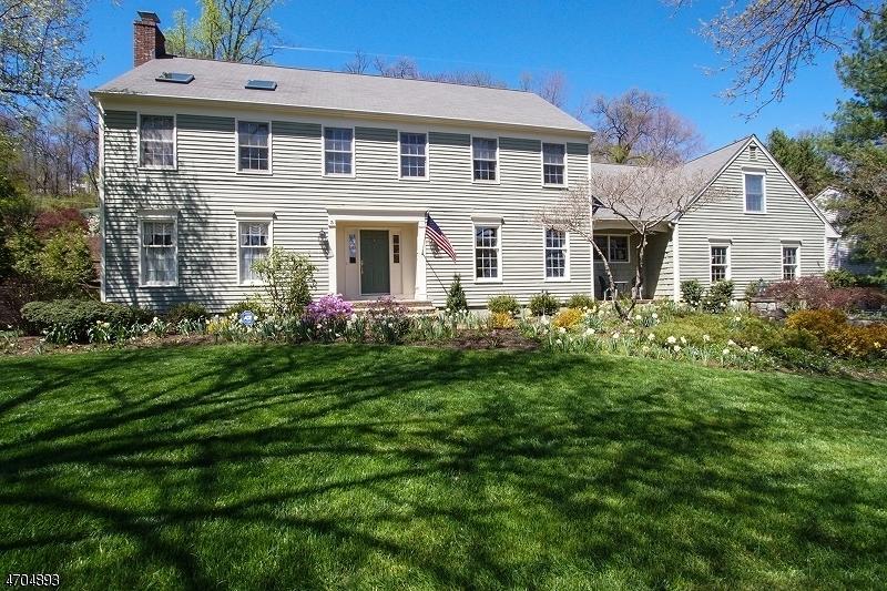 Einfamilienhaus für Verkauf beim 3 Woods Lane Chatham, New Jersey 07928 Vereinigte Staaten