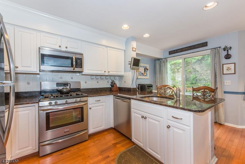Additional photo for property listing at 28 Ryan Lane  Lincoln Park, Нью-Джерси 07035 Соединенные Штаты