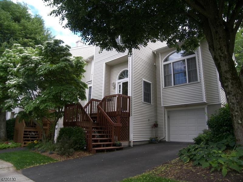 Maison unifamiliale pour l Vente à 28 Ryan Lane Lincoln Park, New Jersey 07035 États-Unis