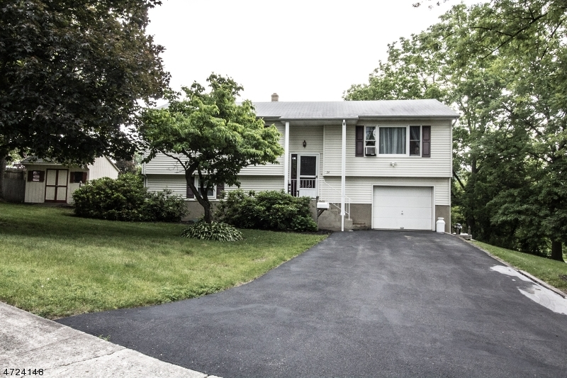 Maison unifamiliale pour l Vente à 24 Valley Road Sussex, New Jersey 07461 États-Unis