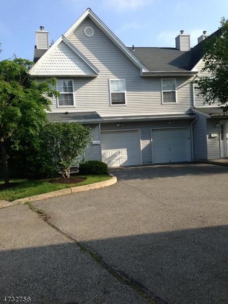 Condo / Townhouse voor Verkoop op 4 STAR LAKE Road Bloomingdale, New Jersey 07403 Verenigde Staten