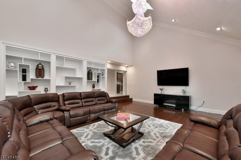 Additional photo for property listing at 9 Lawrence Way  Cedar Grove, New Jersey 07009 Hoa Kỳ