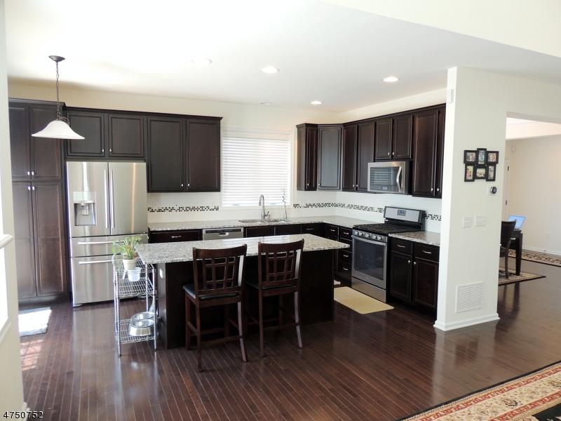 Casa Unifamiliar por un Alquiler en 23 Canterbury Court Mount Olive, Nueva Jersey 07828 Estados Unidos