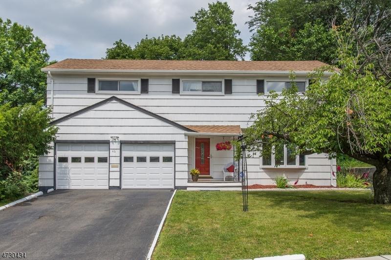 واحد منزل الأسرة للـ Sale في 46 Robin Hood Road 46 Robin Hood Road Clifton, New Jersey 07013 United States