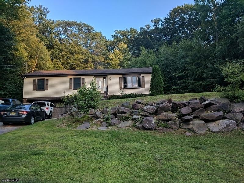 Casa Unifamiliar por un Alquiler en 75 Larchmont Drive West Milford, Nueva Jersey 07421 Estados Unidos