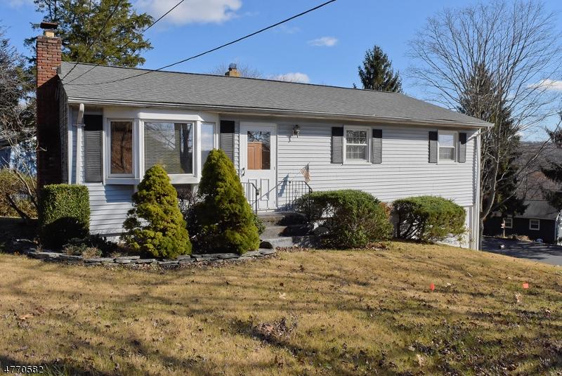 Maison unifamiliale pour l Vente à 2 Circle Drive Byram Township, New Jersey 07871 États-Unis
